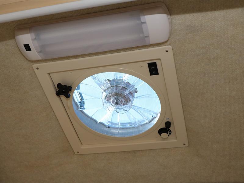外部設有完善的空氣調節系統。雨天也能使用