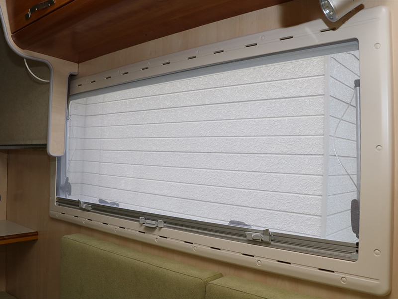 すべての窓には網戸も装備