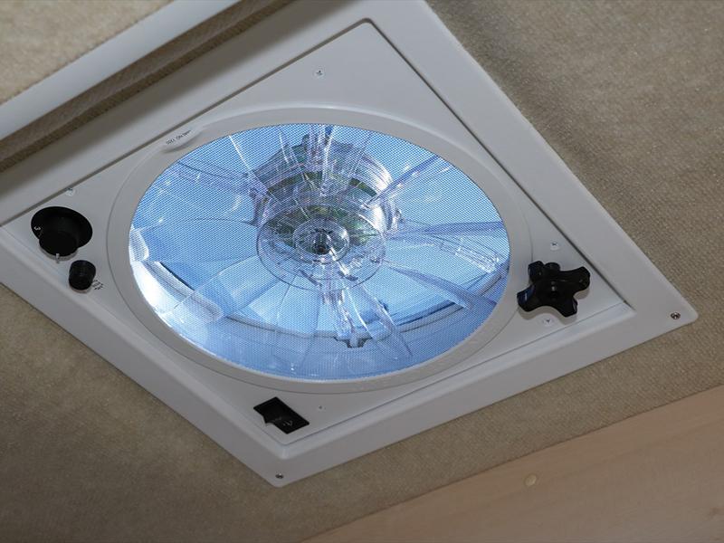 外部からの新鮮な空気の換気吸気装置。雨の日でも使用できます