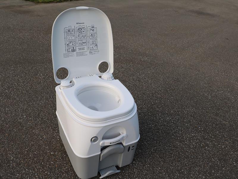 ポータブルトイレ 1800円