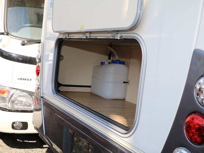 車両後方・大容量トランクルームに荷物もたっぷり収納