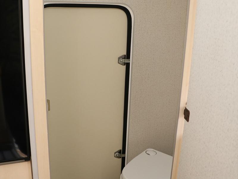 ユーティリティルーム。トイレや着替えに防水なので濡れたものもOK