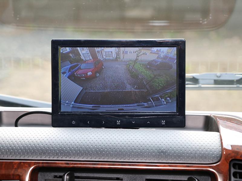 車輛後方視界カメラ。常時撮影で運転も安心