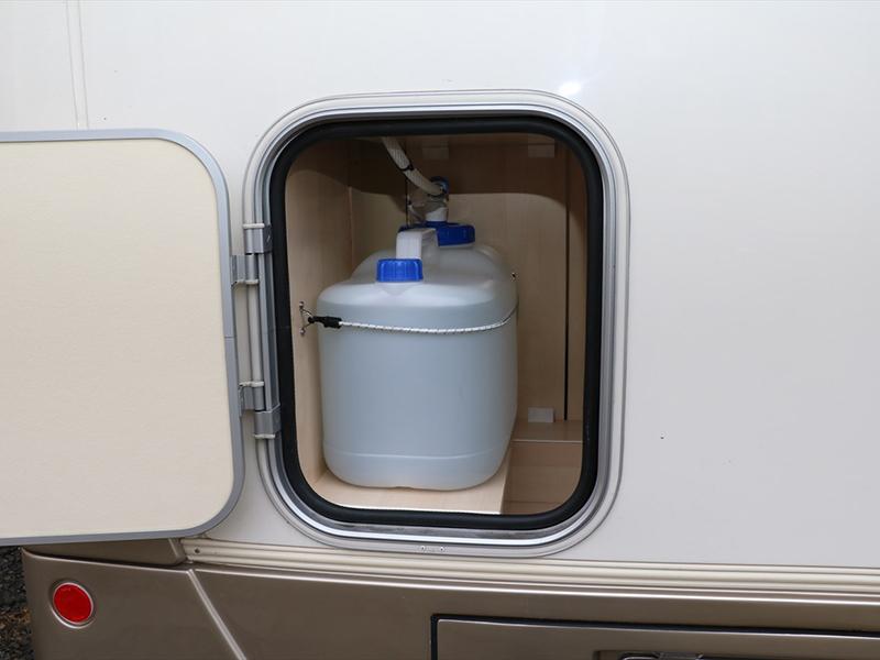 上水道給水タンクは車輛後方に設置