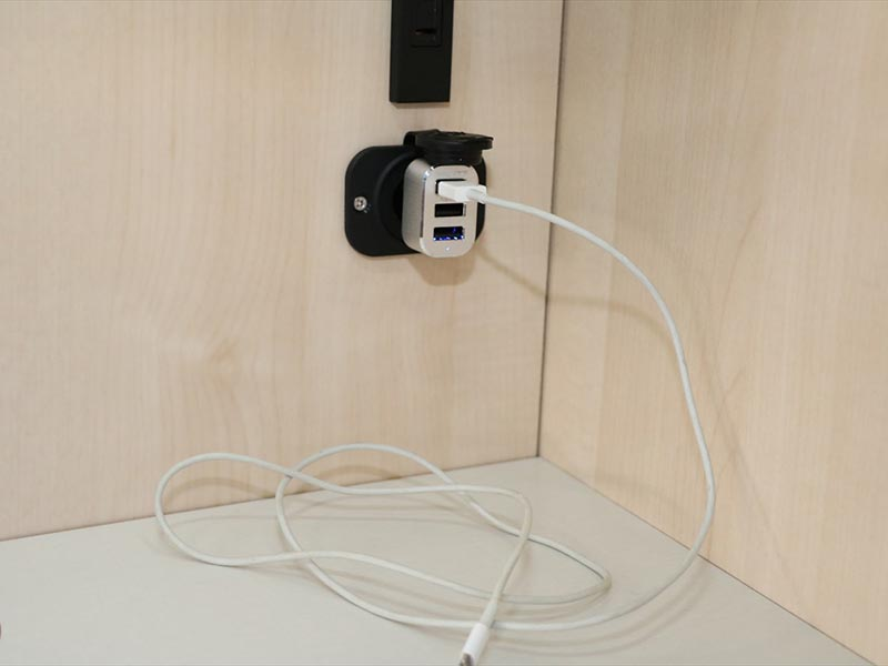 USB power outlet for smartphone ( use your own cables)