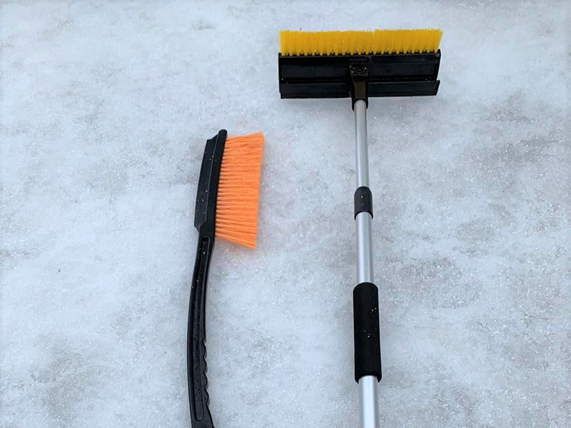 2 snow brushes ( Only in winter)